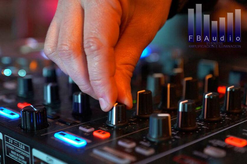 Equipamiento de DJ profesional