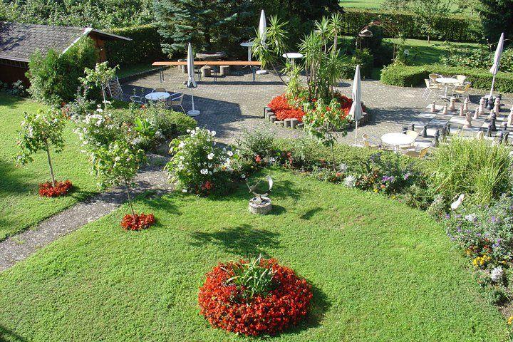 Beispiel: Parkanlage im Innenhof, Foto: Hotel Sättele.