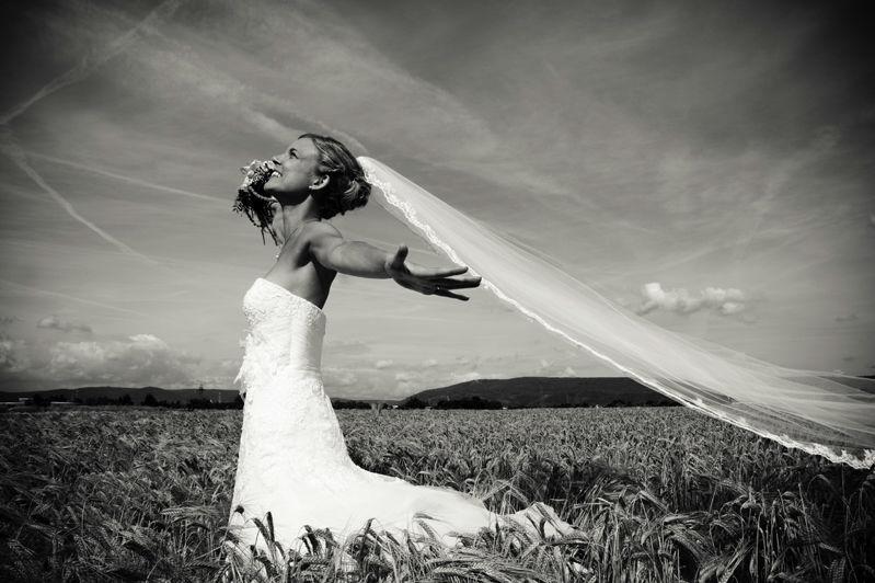 Beispiel: Braut im Weizenfeld, Foto: Susanne Lencinas.