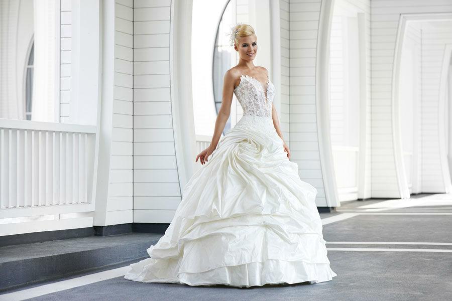 Beispiel: Fühlen Sie sich schön als Braut, Foto: Mery's Couture Bern.