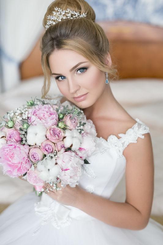 Букет невесты из пионов, хлопка, кустовой розочки, брунии и гипсофилы  Флорист Рина Озерова