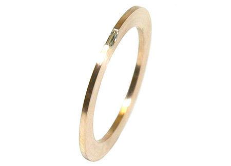 Beispiel: Verlobungsring Gold mit Diamantbaguette, Foto: Heidenreich Schmuck.