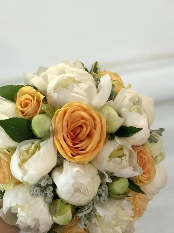 bouquet de mariée pivoine et roses corail