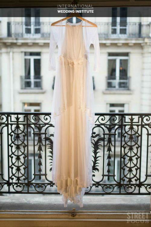Beispiel: Beratung beim Brautkleidkauf, Foto: International Wedding Institute.
