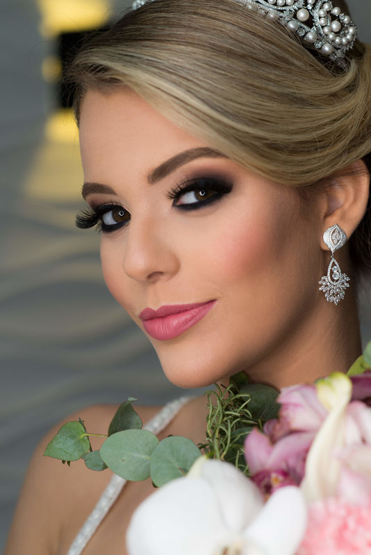 Caroline Iglesias Make Up & Hair
