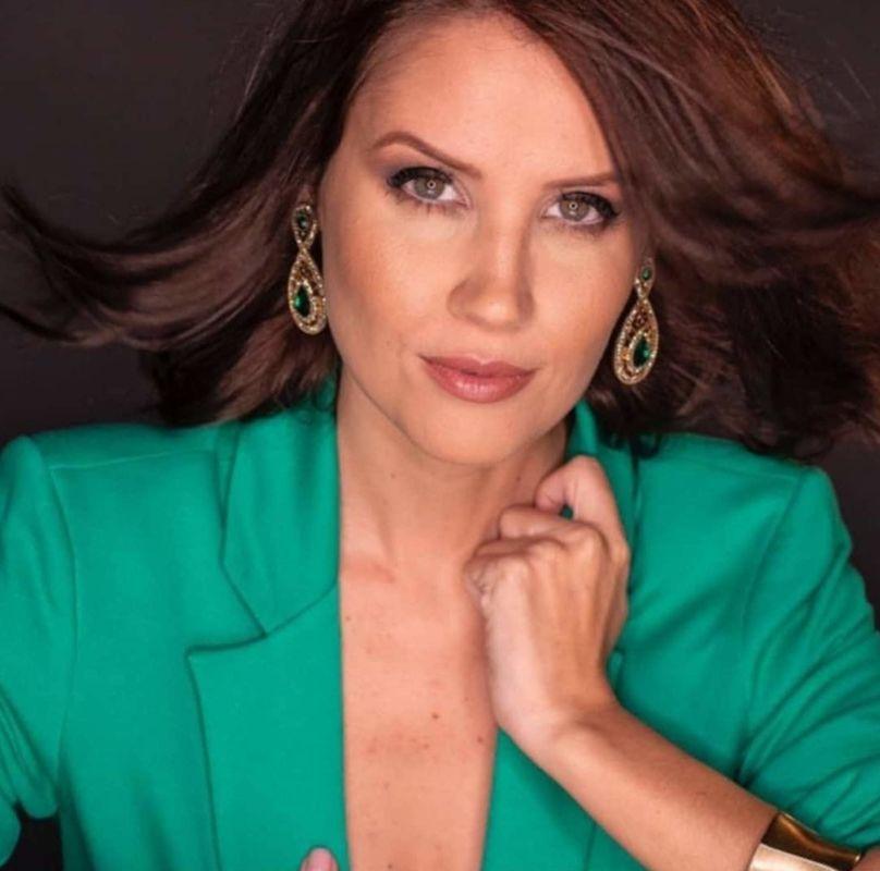 Ana Beatriz Barcelos