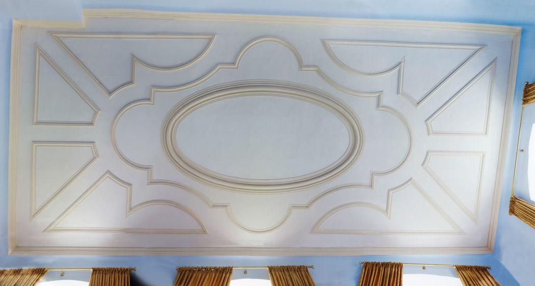 Beispiel: Barocke Stuckdecke im Frühstückssaal, Foto: Schloss Weiterdingen.