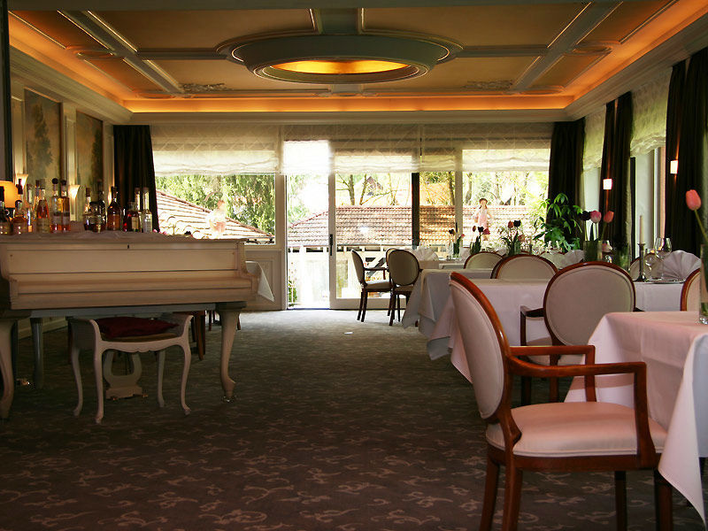 Beispiel: Piano und Tische, Foto: Parkhotel Krone Maleck.