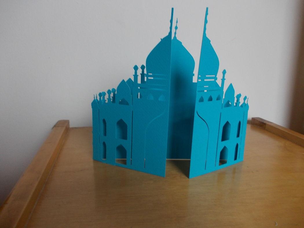 Invitación de boda con tematica de la india.  Tiene corte del Taj Mahal.