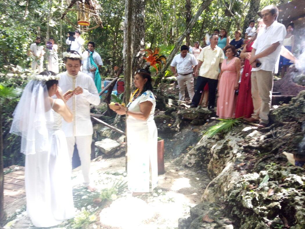 La Cueva del Tapir & Cenote
