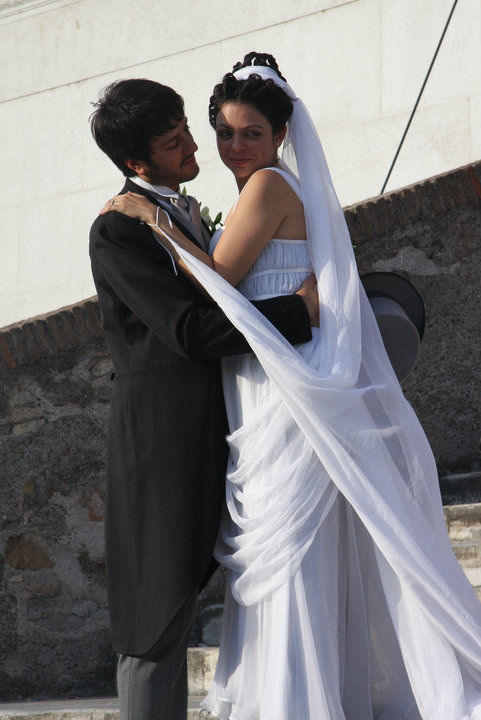 Marco&Domitilla. Matrimonio stile classico-romano.  Da notare particolari dell'abito e dell'acconciatura