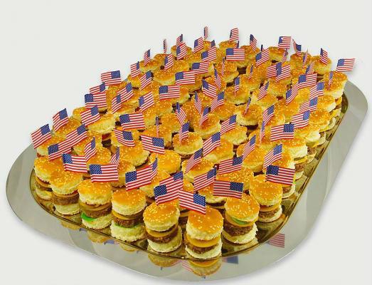Beispiel: Mini-Hamburger als Fingerfood, Foto: 4C Catering.