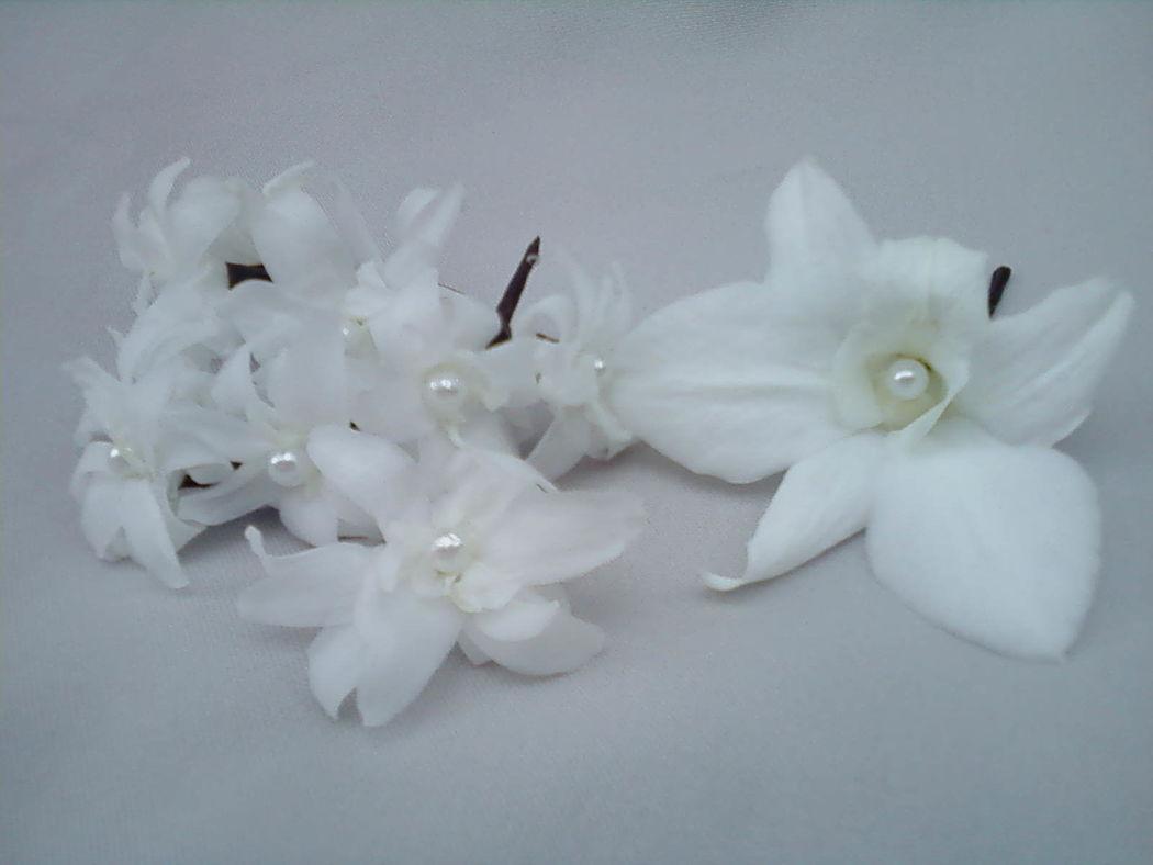 Flor de Cór - orquídeas e nardos naturais preservados para o cabelo com pérola