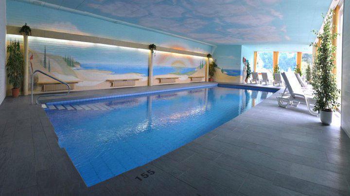 Beispiel: Schwimmbad, Foto: Romantik Hotel Schweizerhof Grindelwald.