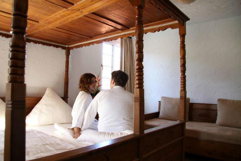 Beispiel: Zimmer, Foto: Hotel Loemühle.