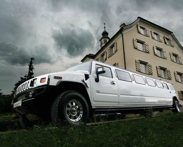 Beispiel: Limousinen und Chauffeur, Foto: FirstclassLimos.ch.