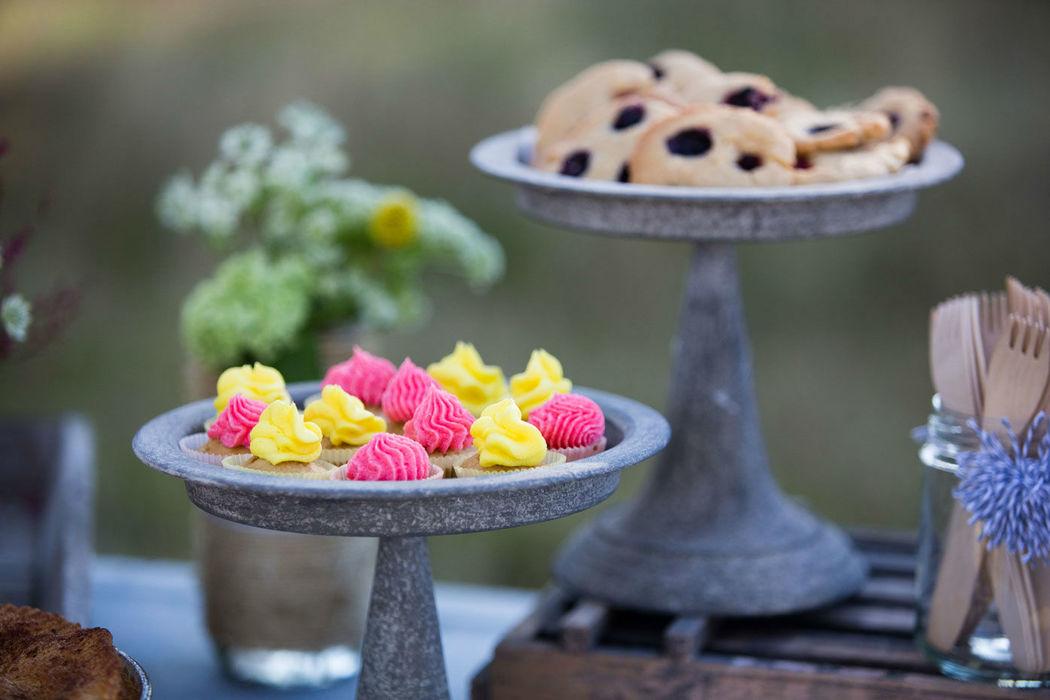 Mesa dulce, detalle cookies y minicupcakes