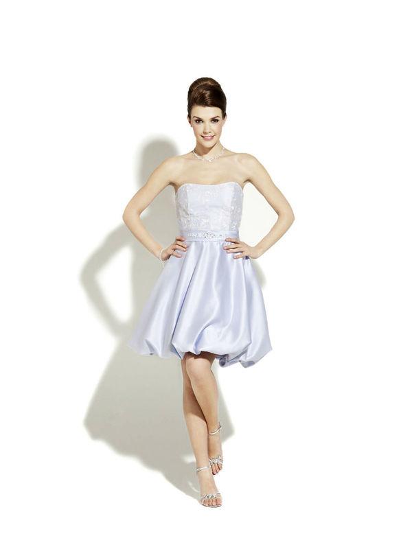Beispiel: Zauberhafte Mode, Foto: Magy's Brautmode.