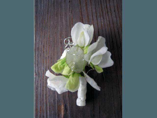 Beispiel: Anstecker, Foto: Blumenhandwerk Alexander Muhr.
