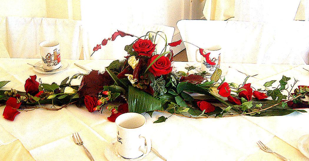 Beispiel: Tischdekoration - Gesteck, Foto: Blumenbinderei.