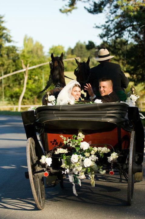 Soeben haben wir geheiratet, wir genießen diesen Tag. Foto: Zeitlose Zeremonie.
