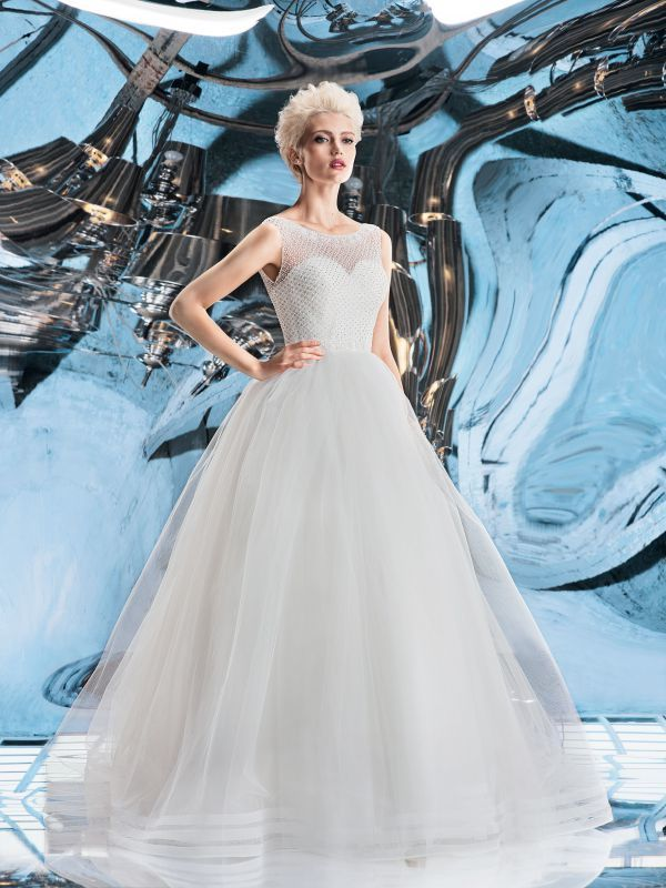 Пышное свадебное платье с расшитым жемчугом корсетом от Helen Miller