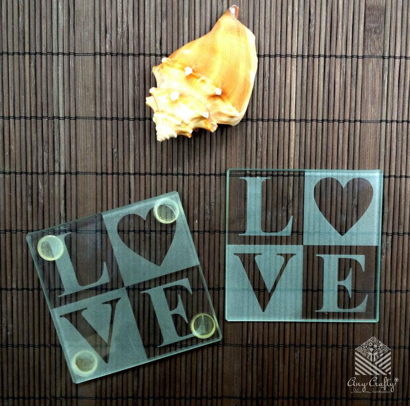 portavasos de vidrio grabado, puede ir las iniciales o decorado de acuerdo a la boda