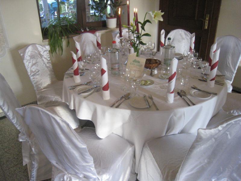 Beispiel: Wunderschöne Tischdekoration, Foto: Hotel Schöne Aussicht.