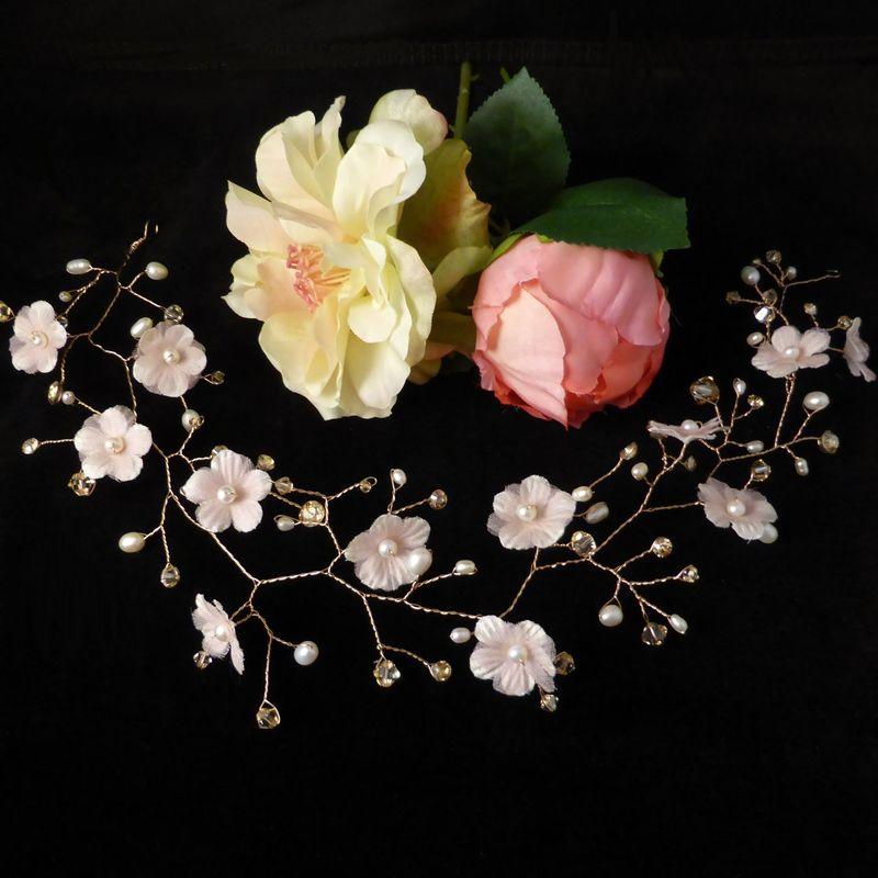 vigne de cheveux en or rosé, cristaux Swarovski, perles d'eau douce et fleurs en soie
