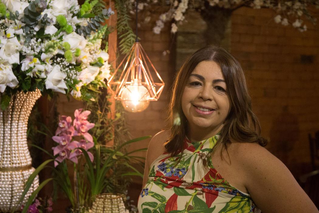 Celebrante Mônica Fragato