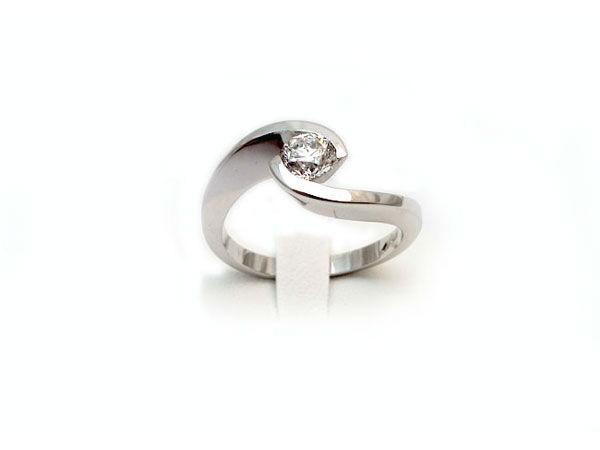Anello solitario - Engagement Ring Collezione Sposi Eros Comin  www.eroscomingioielli.com info@eroscomingioielli.com