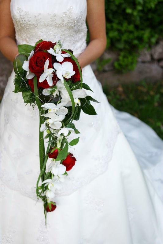 Beispiel: Braut mit Brautstrauß, Foto: Blumen Eppinger.