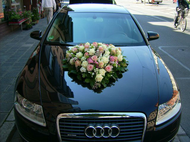 Beispiel: Autoschmuck, Foto: Die Blume.