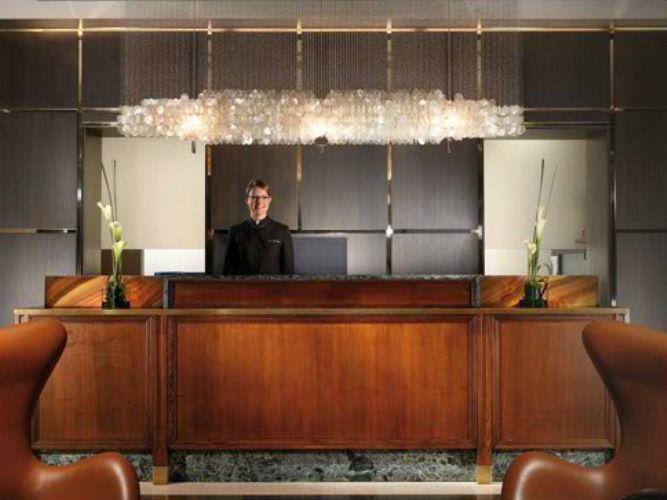 Beispiel: Rezeption, Foto: Grand Hotel Europa Innsbruck.