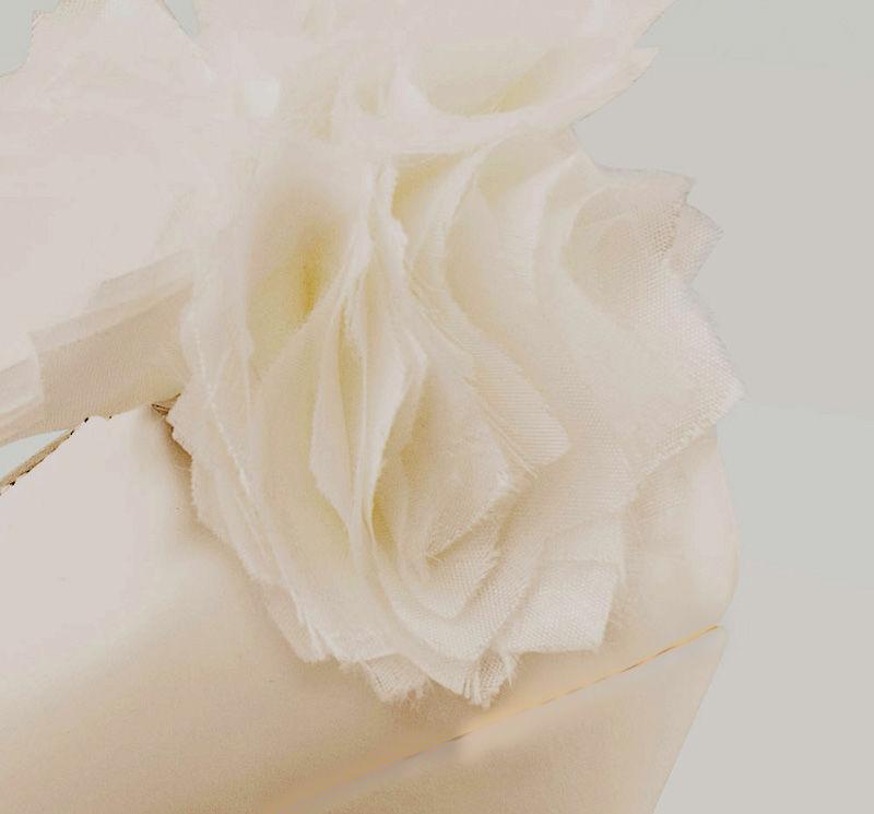¿Son las gardenias tus flores favoritas? Ponlas en tus zapatos de novia ese día especial.