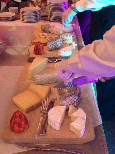 plateau de fromages affinés dans les caves du château