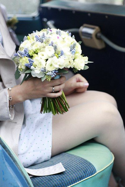 Бело-голубой букет невесты Флорист Кристина Каберне