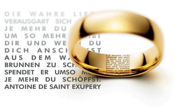 Beispiel: Ringe mit Miniaturtext, Foto: Juwelier Dallinger.