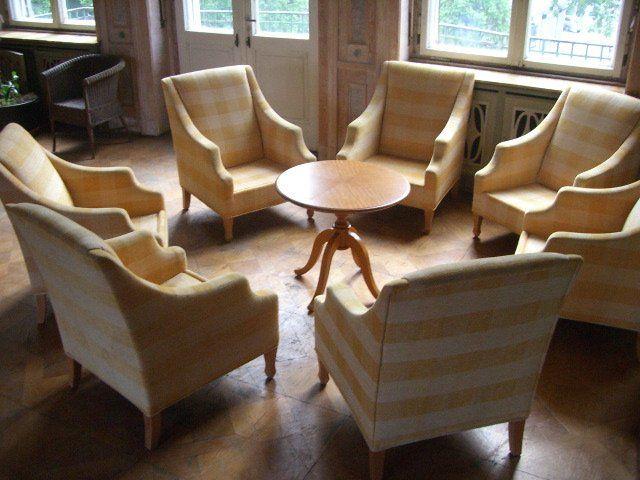 Beispiel: Stuhlgruppe, Foto: Schloss Beesenstedt.
