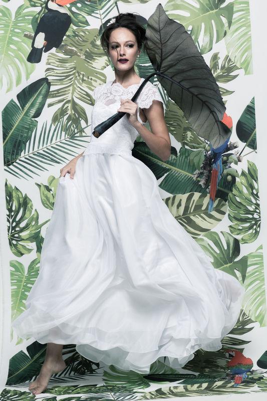 Vestido Pitanga - R$ 999,90  http://www.oamoresimples.com.br/pd-30e418-vestido-de-noiva-pitanga.html?ct=b9acf&p=1&s=1