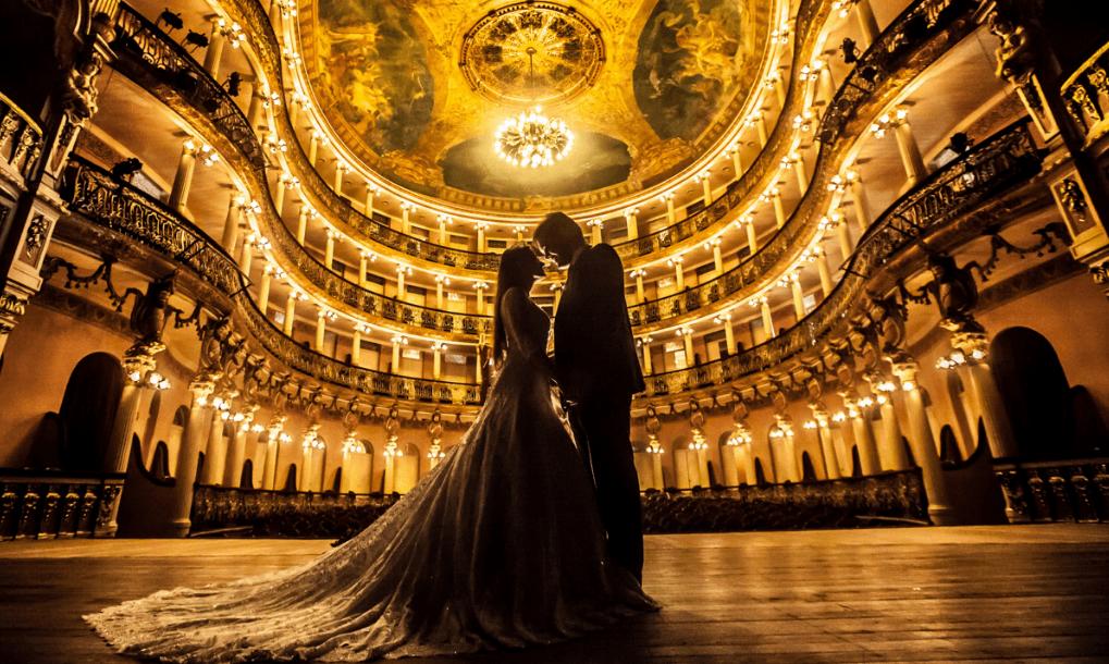 Casamento em Manaus-AM. Ensaio pós casamento dos noivos Renata e Marcus no Teatro Amazonas. Sandro Andrade Fotografia