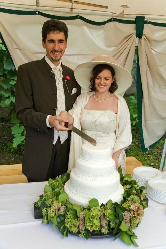 Beispiel: Anschneiden der Hochzeitstorte, Foto: Hochl & Co.