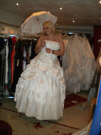 Braut- und Abendmoden BeaZ