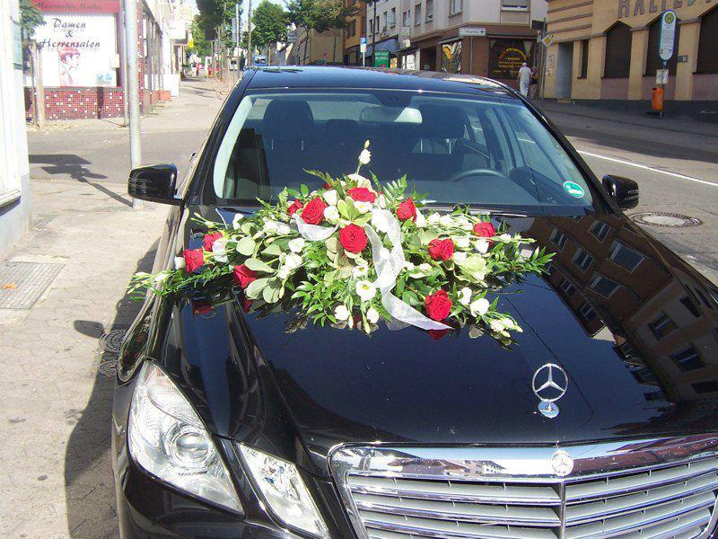 Beispiel: Blumen für das Hochzeitsauto, Foto: Blumenwerk Saarbrücken.