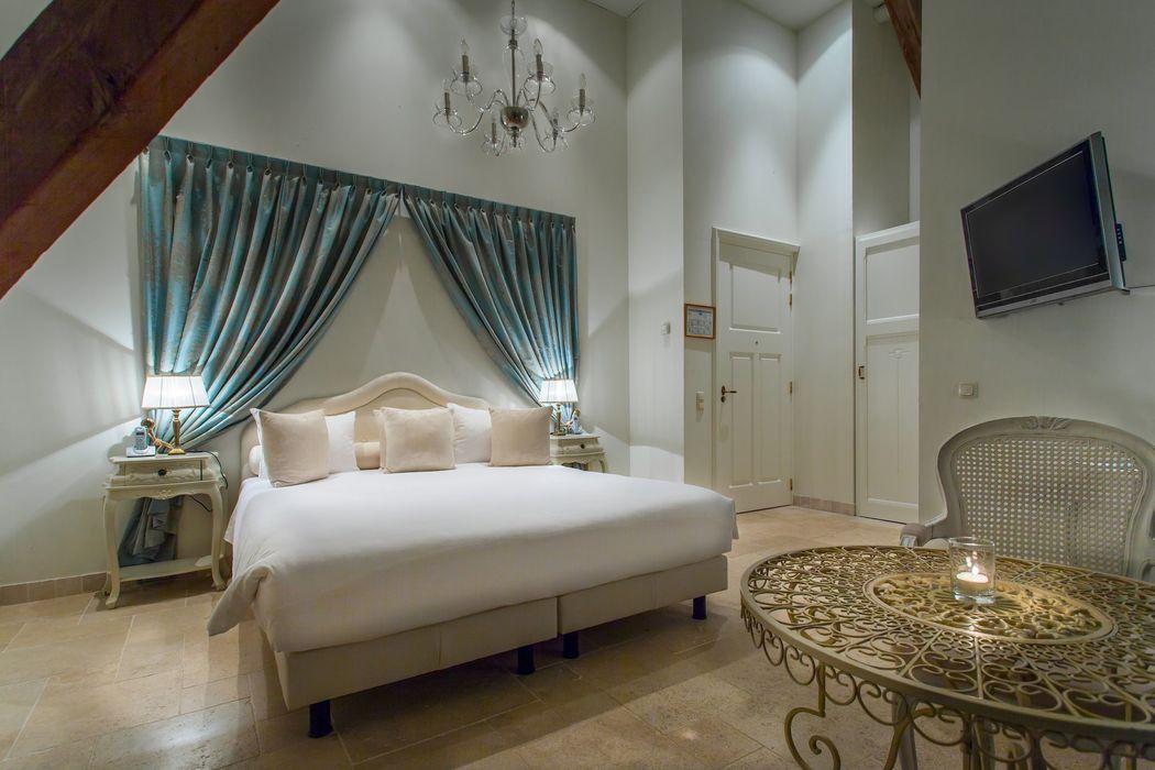 Luxe kamer met kingsize bed en tweepersoons jacuzzi