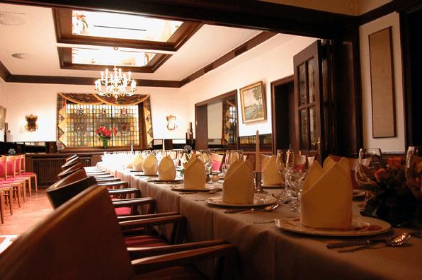 Beispiel: Eingedeckter Tisch, Foto: Spezialitäten Restaurant Yachtzimmer.