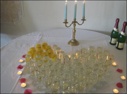Beispiel: Sekt- und Orangensaft in Herzform, Foto: Hotel Schöne Aussicht.