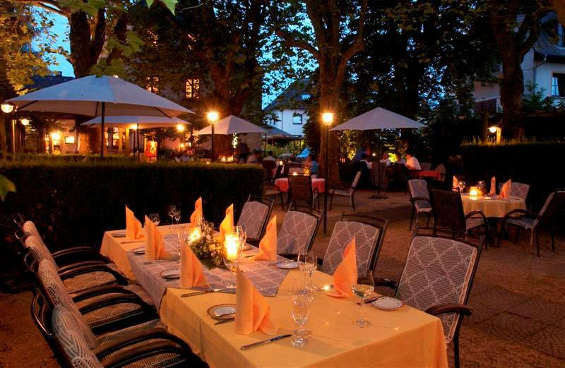 Beispiel: Romantische Abendstimmung im Garten, Foto: Landhaus Diedert.