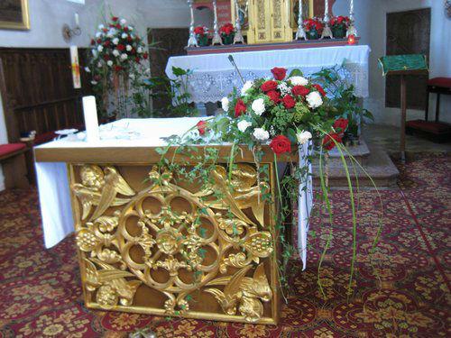 Beispiel: Dekoration der Kirche, Foto: Blumenstüberl Helmut Frick.