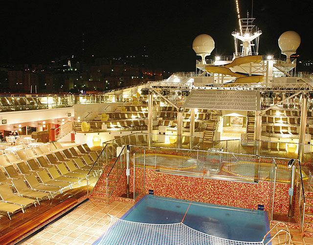 Beispiel: Deck bei Nacht, Foto: Nees Reisen.